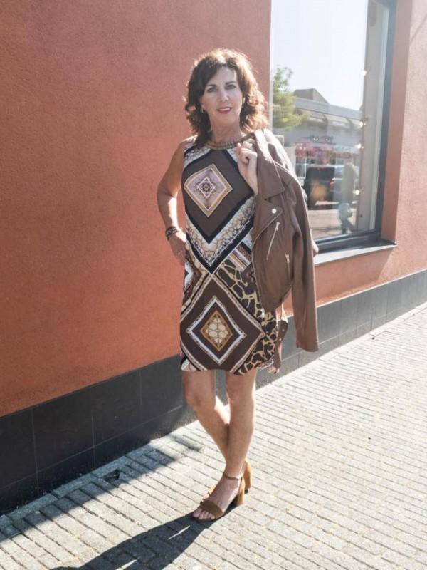 Ana Alcazar jurk bruin SS2020